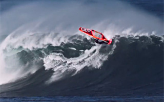Thomas Traversa - Windsurfing big swell in Galicia
