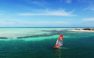 Foiling in Paradise - Amado Vrieswijk
